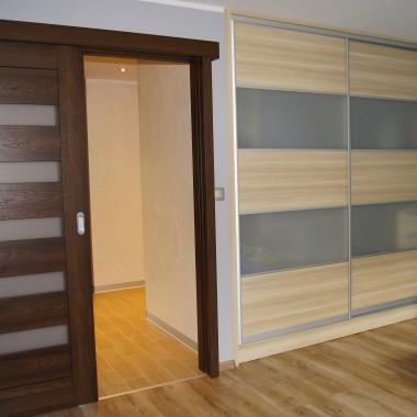 Pokój powstał z dwóch pokoi - małych i nieustawnych...