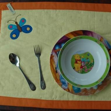 Różności uszyte z materiałów bawełnianych do dekoracji stołu, wystroju wnętrz.