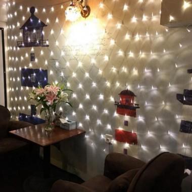 siatka LED w pokoju.