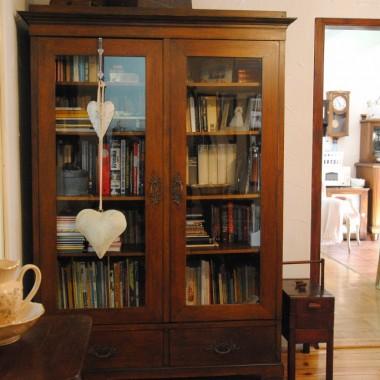 """W bibliotece na holu też """"błysk"""" i """"pod sznurek"""" :)"""