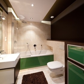 orangestudio_łazienka z zielonym szkłem