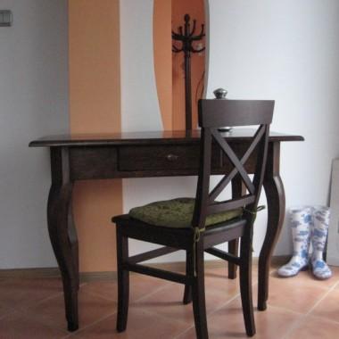stół odzyskany, świeczki, tacki i takie tam duperele...