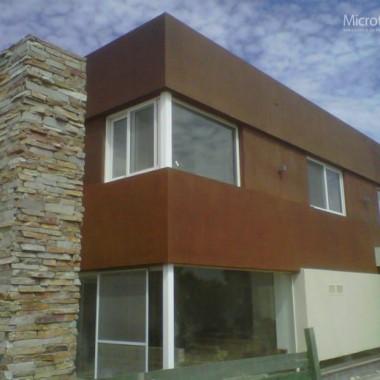 elewacja z betonu architektonicznego efekt rdzy.