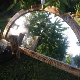 Lustro w okiennej ramie