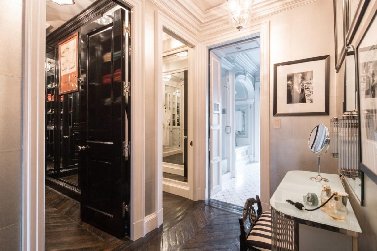 Domy sław, Tommy Hilfiger sprzedał swój ekstrawagancki apartament - Projektant mody i biznesmen Tommy Hilfiger sprzedał swój luksusowy penthouse znajdujący się w samym sercu Manhattanu.  Apartament ma 557 metrów kwadratowych powierzchni i widok na Central Park. Początkowo kosztował 80 milionów dolarów, ale Hilfiger zszedł z ceny.  Źródło: IMP FEATURES/East News