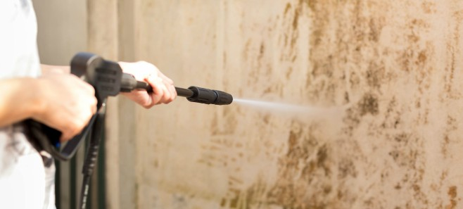 Czym czyścić zabrudzenia elewacji?