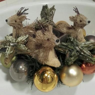 Tym razem przedstawiam stroiki świąteczne ręcznie robione przez moją Siostrę:-)Mama szydełkuje,Siostra tworzy różne rzeczy-tylko ja-jakieś beztalencie...:-)