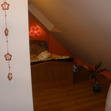 kilka kolejnych zdjęć z pokoju córci na poddaszu