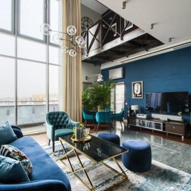 Apartament, który Pani Dorota chce wynająć jest absolutnie wyjątkowy! Dopieszczony jest w każdym szczególe. Amerykański styl robi ogromne wrażenie, ale nie przytłacza. Lokum znajduje się na strzeżonym, mokotowskim osiedlu Biały Kamień. Mieszkanie ma 140 metrów kwadratowych, jest dwupoziomowe i przestronne.Lokal jest do wynajęcia w jednej z najbardziej szanowanych Agencji Nieruchomości Premium w Warszawie - Lion's Property.