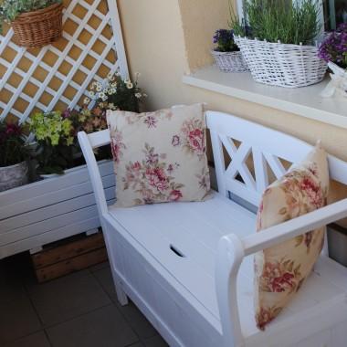"""Mini """"ogród """" na balkonie..."""