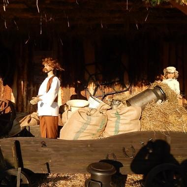 """Piekarska szopka symbolizuje dom,rodzinę,nasze Betlejem.Z języka hebrajskiego Betlejem znaczy """"DOM CHLEBA""""Słowo dom i chleb każdemu człowiekowi są bardzo bliskie.Każdy ma swoje Betlejem.Czas wszystko zmienia.Zapraszam na fotorelację z Piekar Śląskich :)"""