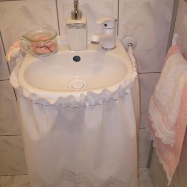 """Umywalka w """"sukieneczce"""""""