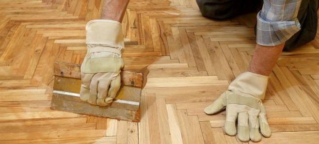 Poradnik: Jak odnowić drewnianą podłogę bez cyklinowania?