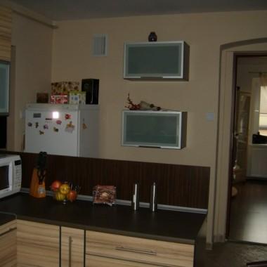 Przejście w kuchni między przedpokojem a pokojami.
