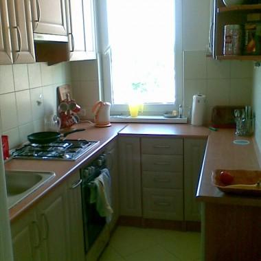 Przedstawiam naszą wymarzoną kuchnię. Mamy małe mieszkankow bloku niespełna 36 m2. Jak narazie dla nas 2 wystarczająco&#x3B;) jednakże mieszkanie mamy po dziadku....więc sami rozumienie...powoli i po troszku zmieniamy wszystko, zaczęliśmy od kuchni. Jeden plus, że jest oddzielna i jasna....a teraz zobaczcie sami&#x3B;)