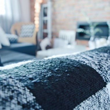 Aktualna stylizacja Naszego mieszkania to swoisty wnętrzarski eksperyment. Z lubości do loftów jestem już Wam znana. Po pobycie w Danii postanowiłam element scandi wprowadzić także i do naszego wnętrza. W tej roli nieśmiertelny duet black & white z dodatkiem miedzi. Więcej na www.mysweetdreaminghome.com