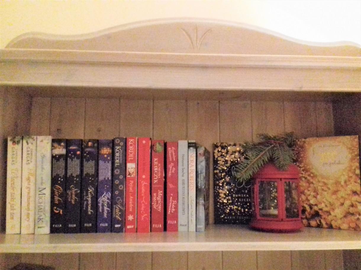Salon, Ksiązki świąteczne-KOCHAM:) - moja szczególna półka - kocham&#x3B;)