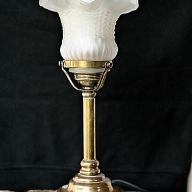 mosiężna lampa