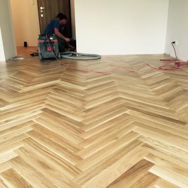 Podłoga warstwowa, materiał: dąb, wymiary: 11 x 70 x 490, wykończenie: lakier, czterostronnie fazowana, odcień: naturalny.