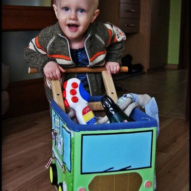 Pchacz dla dziecka z kartonu - zrób go sam