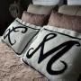 Salon, roczek na deccorii... - poduszki z chodnika łazienkowego z ciucholandu;)