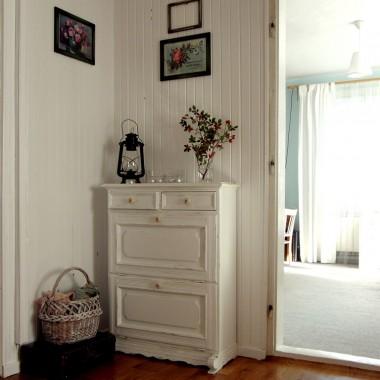 po malowaniu. Drzwi pościągane do czyszczenia i malowania. Futryny także będą czyszczone i malowane.