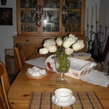 ............i stół i witryna............