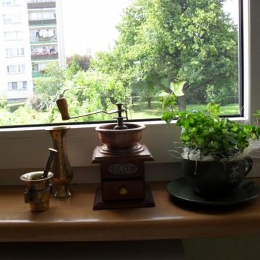 """...zrobiłam""""instalację parapetową""""-tymczasową-na kuchennym oknie..."""