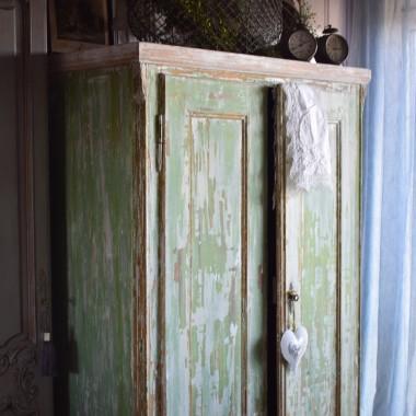 Czy można zakochać się w szafie? ja mogę... Oto mój nowy nabytek...  szafa w jadalni odświeżyła nieco moje szarości i wprowadziła wiosnę :) Dekoracje tymczasowe, pewnie milion razy zmienię,  ale nie mogłam się oprzeć przed pokazaniem Wam już, natychmiast... :) :)