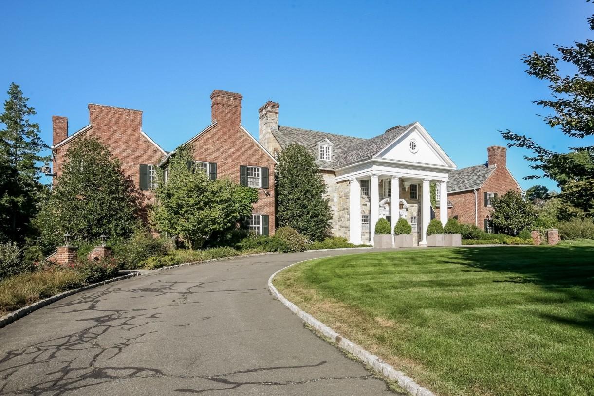 Domy sław, Michael Douglas i Catherine Zeta Jones kupili nowy dom - Łączna powierzchnia budynku to ponad 1000 metrów kwadratowych.  Fot. IMP FEATURES/East News