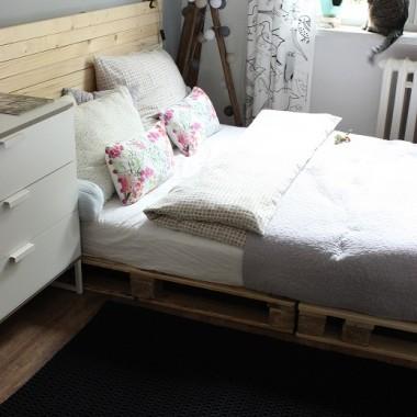 Sypialnia z chodniczkiem
