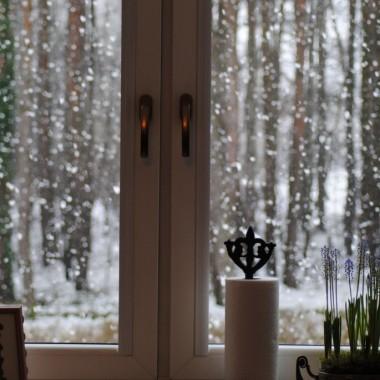 ...a za oknami sypie nadal :) ......oby do wiosny dziewczyny :)