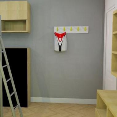 """Projekt pokoju dla 7-latka. Założenia rodziców: dużo miejsca do przechowywania, najlepiej zamkniętego oraz żeby pokój """"rósł"""" razem z dzieckiem. Założenia 7-latka: piętrowe łóżko :) Baza pokoju jest neutralna i po zmianie dodatków, będzie można go dostosować do potrzeb również starszego dziecka. W pokoju zostały wykorzystane stare elementy zabudowy RTV z salonu, którym nadano nową formę i kolor. Jedynie część szafek wiszących jest nowa. Fronty starych wysokich szafek są pomalowane farbą tablicową. Jedna z dotychczas wiszących szafek z salonu została przerobiona na komodę. Lampa wisząca typu spider została zamontowana w taki sposób, aby tworzyła """"labirynt"""" na suficie. Dzięki temu pokój zyskał nietypową dekorację i został doświetlony w miejscach, które tego potrzebują."""