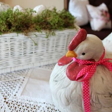 Dziś piękny,słoneczny dzień :) Drobiowe towarzystwo wygrzewa się w słońcu i czeka na święta :)Pięknych, słonecznych Świąt dziewczyny !