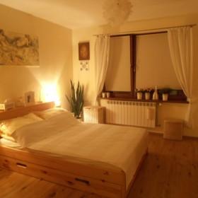Sypialnia wieczorową porą....