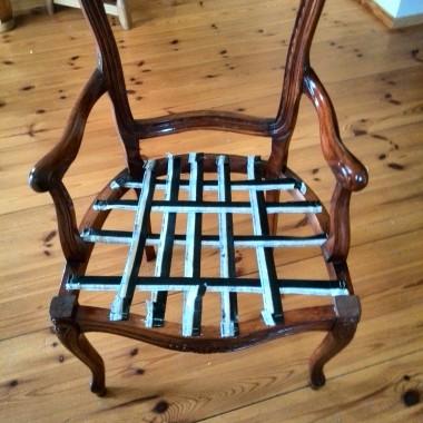 W poprzedniej galerii pokazałam krzesło ludwik, które sama odnowiłam. Oto jak wyglądała renowacja