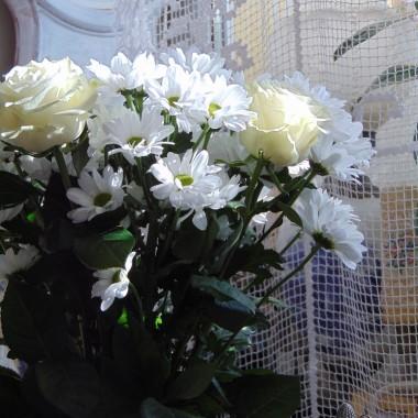 ...............i białe kwiaty................