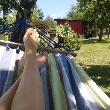 A tak leniuchuję po pracach ogrodowych ... szczerze pisząc tych chwil jest naprawdę niewiele eh :(