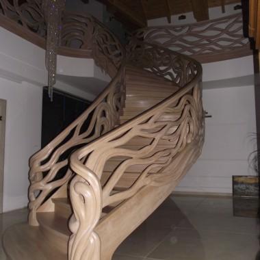 """Schody  rzeźbione,balustrady rzeźbione, schody gięte """"LEGAR"""
