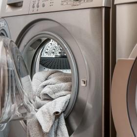 Proste i skuteczne sposoby na czyszczenie pralki