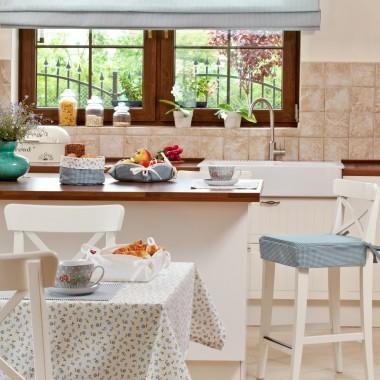 Kuchnia w aranżacji z Amelie http://www.dekoria.pl/offer/fabrics_collection/100/Kolekcja-Amelie