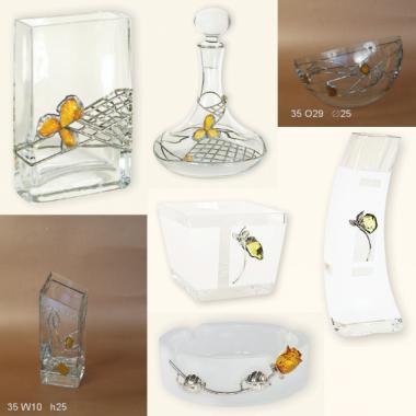 Artystyczna galanteria szklana ozdobiona cyną i bursztynem
