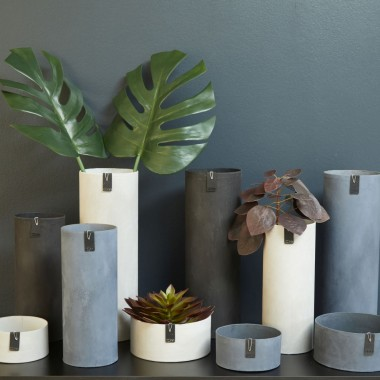 planBOsłonki i wazony z kolekcji TOKYO wykonanej z papieru o strukturze przypominającej beton. Cena: 48-129 zł.