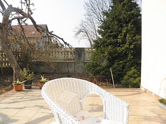 Pozostałe, Letni pokój czyli salon pod chmurką - Z tej strony ma być ściana z paneli drewnianych