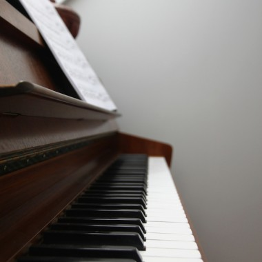 Jako dziecko nie znosiłam ćwiczyć na pianinie. W dorosłym życiu zatęskniłam za pianinem, kupiłam i teraz z przyjemnością do niego siadam.