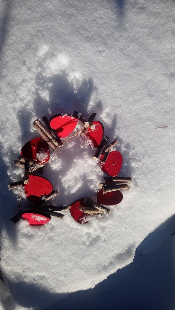 Dekoracje, Lutowa................zimowa............... - .............serduszka na śniegu...............