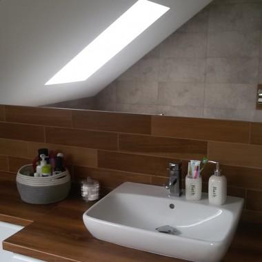 Szaro drewniana łazienka