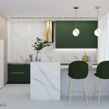 W tej kuchni zastosowaliśmy butelkową zieleń, płytki imitujące marmur, jasne drewno i złote elementy.