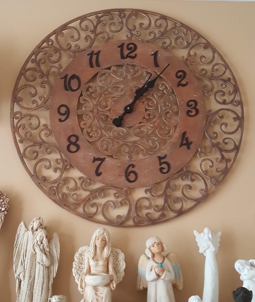 zegar w ramie ornamentowej