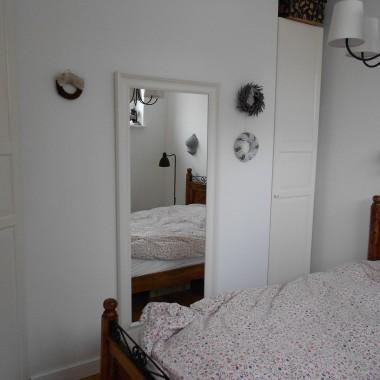 Mała, ale udało się w niej zmieścić dwie szafy na bieliznę :)